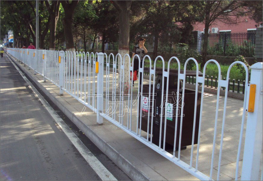桥梁护栏在使用中要远离酸和碱