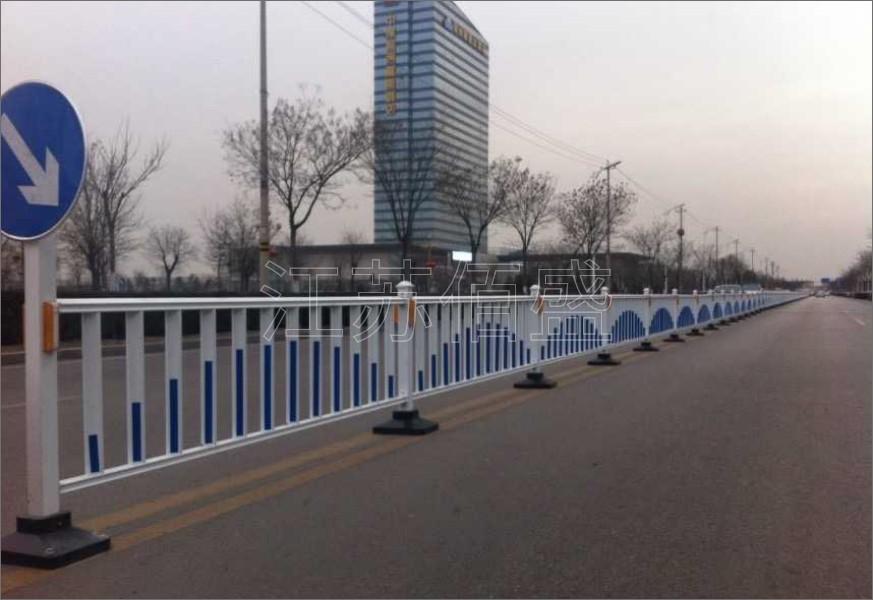 市政道路护栏功能与作用分析
