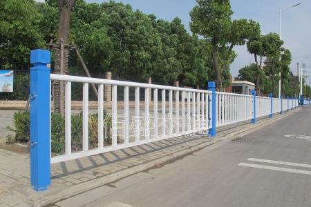 为什么必须要设置道路护栏?