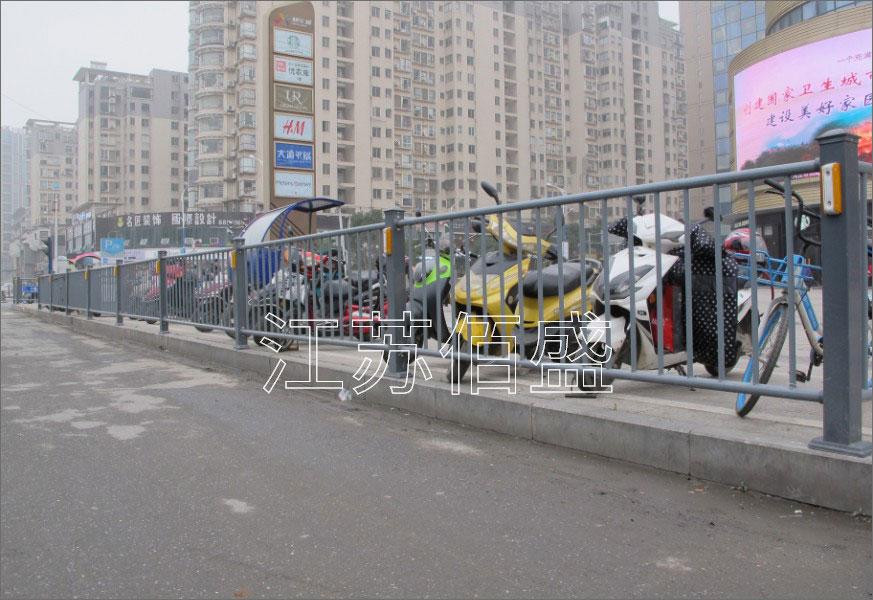道路护栏生产厂家分享道路护栏的性能优势